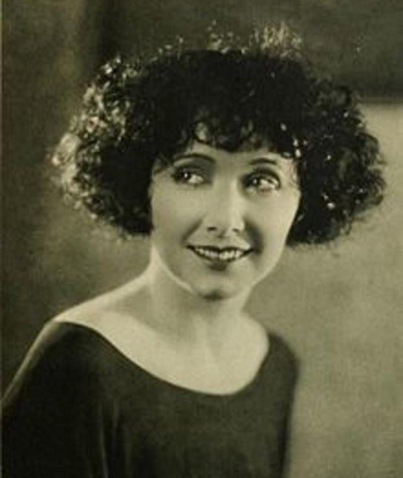 Photo of Mae Busch