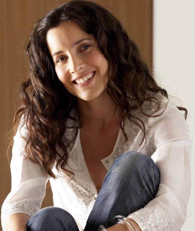 Photo of Rachel Shelley