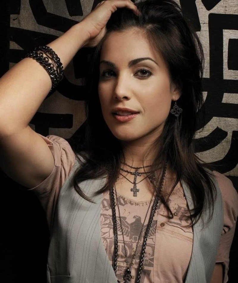 Photo of Carly Pope