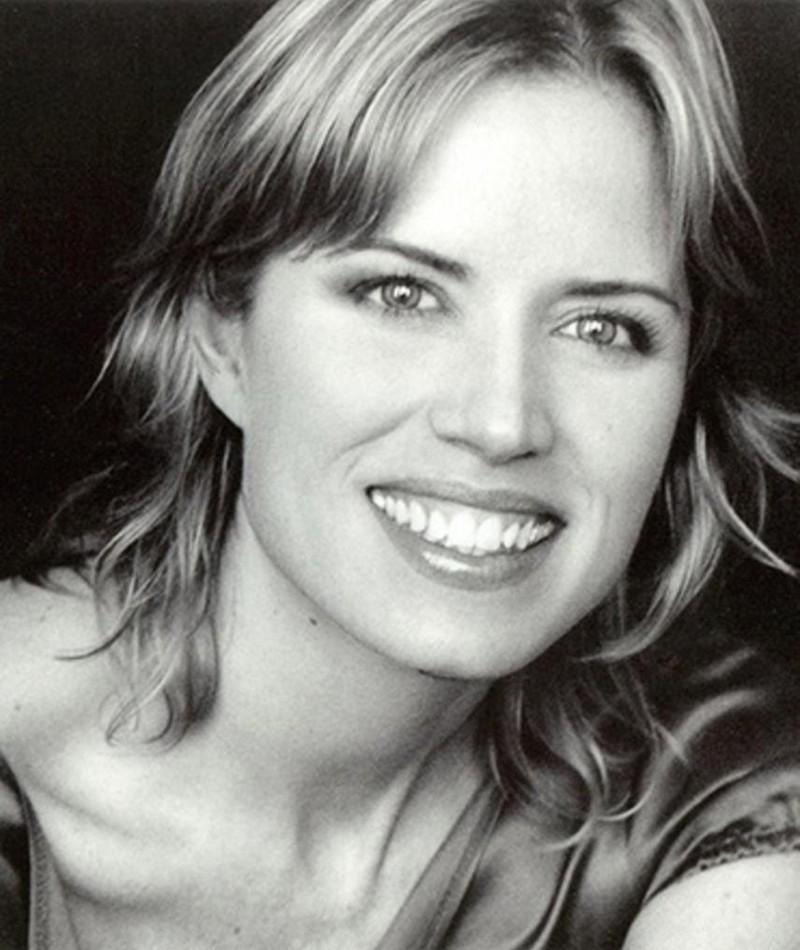 Photo of Kim Dickens