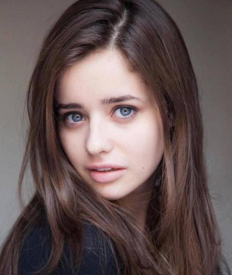 Photo of Holly Earl