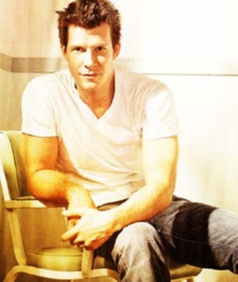 Photo of Eric Mabius