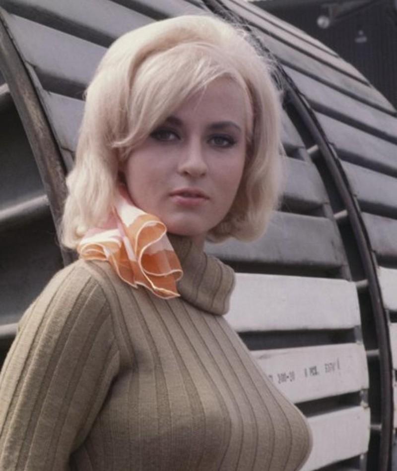 Photo of Lee Meredith