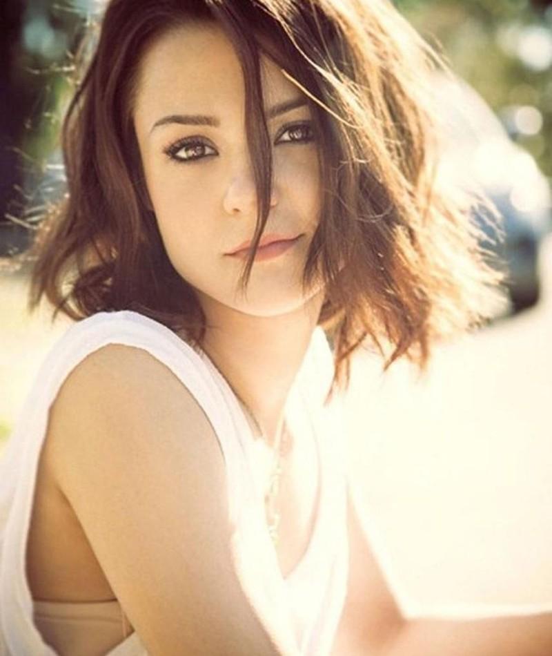 Photo of Kathryn Prescott
