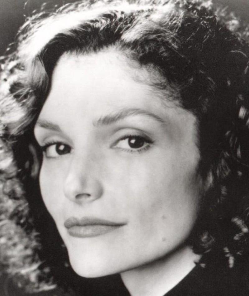 Photo of Mary Elizabeth Mastrantonio