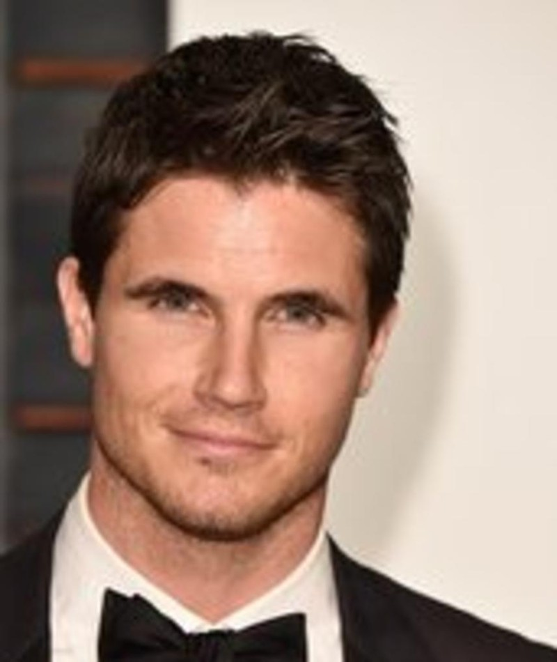 Photo of Robbie Amell