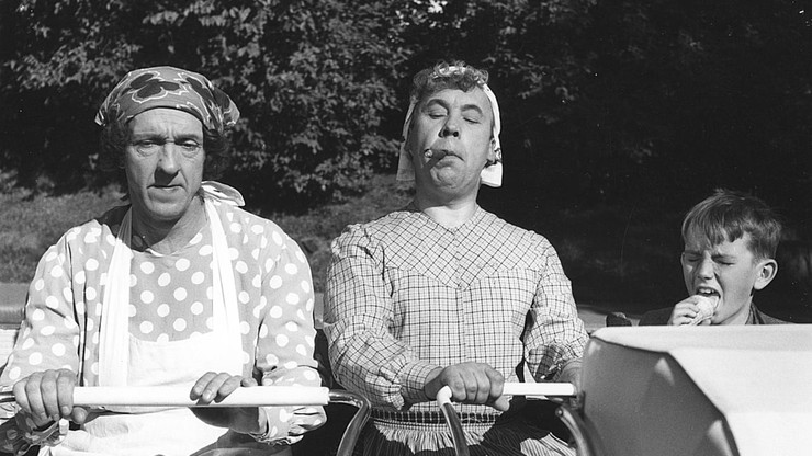 Pekka und Pätkä als Kindergärtnerinnen