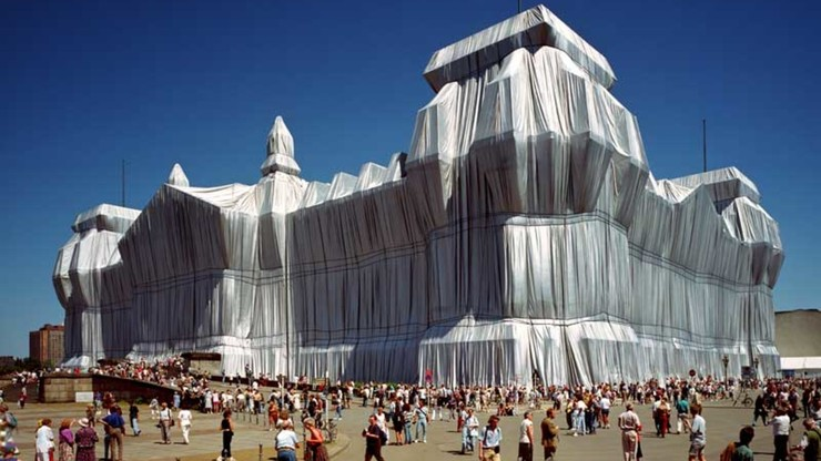 Christo & Jeanne-Claude: Wrapped Reichstag, Berlin 1971-1995