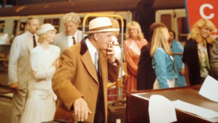 Minder: Minder on the Orient Express