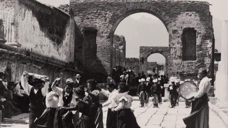 Neapolitan Dance at the Ancient Forum of Pompeii