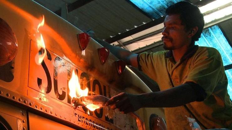 La Camioneta - The Journey of One American School Bus